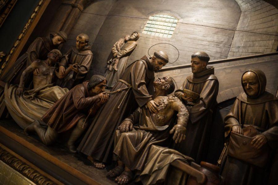 franciscanos-ayudan-a-enfermos