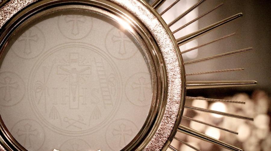 eucaristia-adoracion